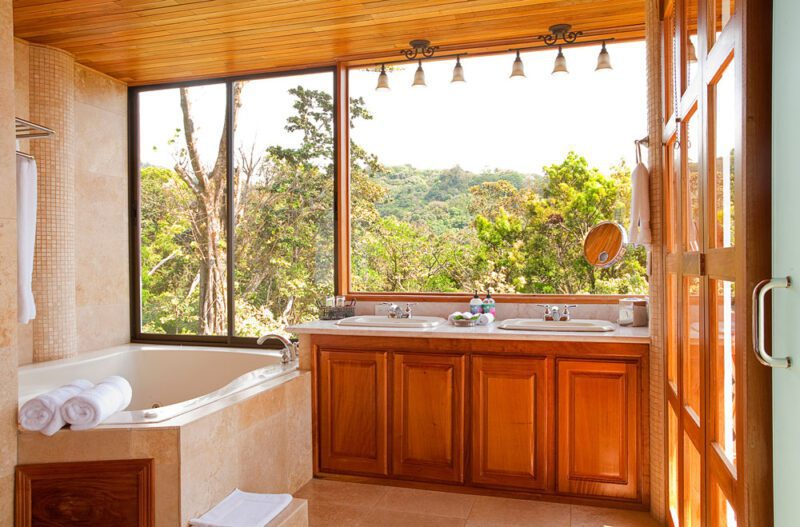 Bathroom at Hotel Belmar, Monteverde