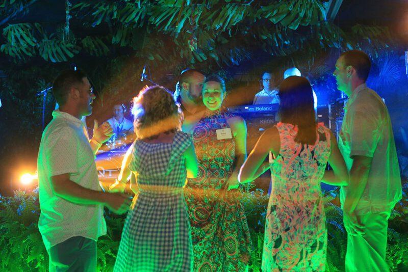 Musica en vivo en ambiente de bosque lluvioso