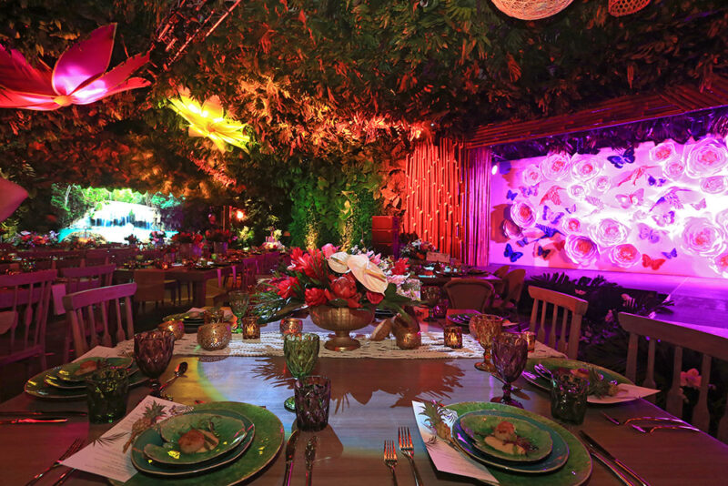 Table setting and décor on rainforest theme party