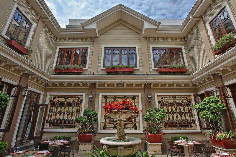 Terraza a la hora de almuerzo - Grano de Oro Hotel   Cayuga Collection