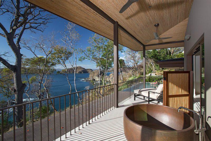 Copper bathtub in terrace - 8 Monos | Peninsula Papagayo