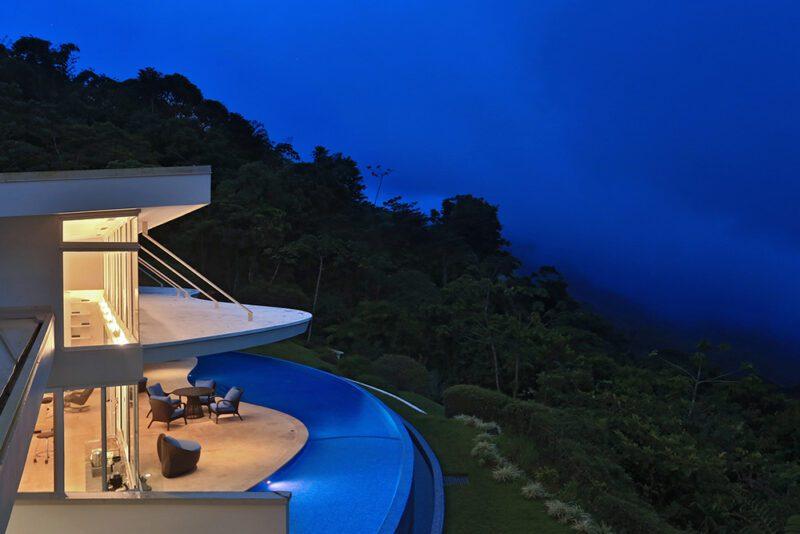 Waves inspired architecture, a house to admire the ocean's splendor - Casa de Luz | Costa Verde Estates