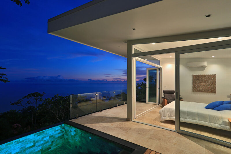 Spectacular glass walls and bioclimatic strategies for sustainable living - Casa de Luz | Costa Verde Estates