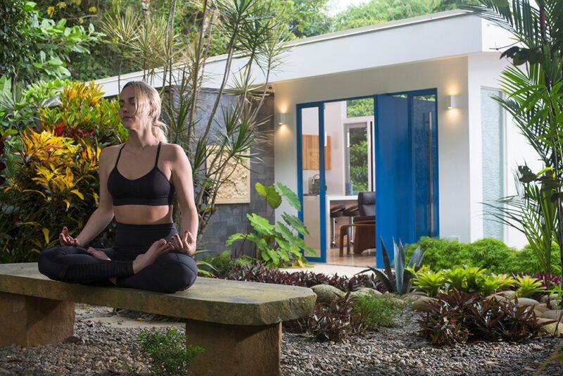 How to create your meditation garden? A calm state of mind, an inviting bench, lush tropical plants… - Casa de Luz | Costa Verde Estates